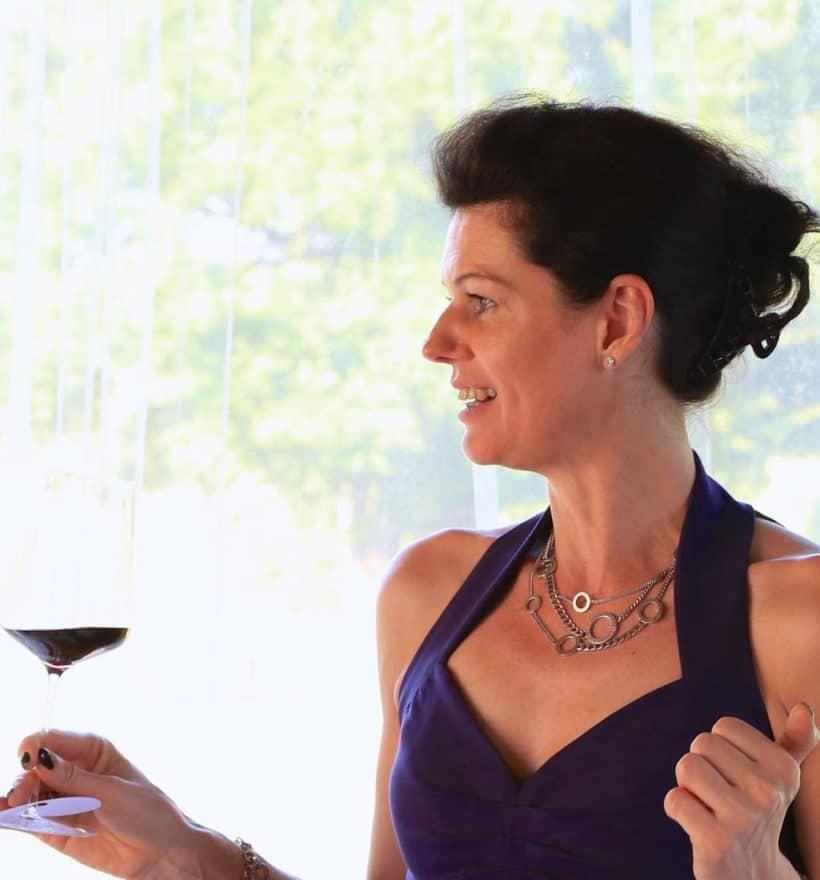Andrea May von May Wines bei einer Weinverkostung